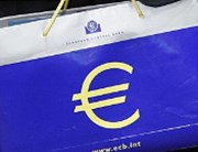 Studie ECB: Peníze od nás končí v pěti nejbohatších zemích eura